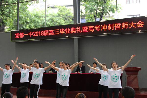三(1)班同学的舞蹈.jpg