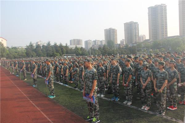 20160823我校举行2016级新生军训开营仪式1.jpg