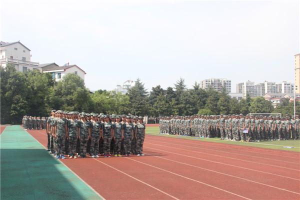 20160829我校举行2016级新生军训会操表演4.jpg
