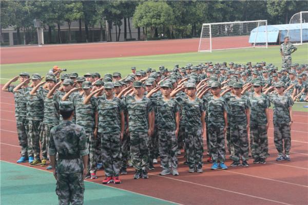 20160829我校举行2016级新生军训会操表演8.jpg
